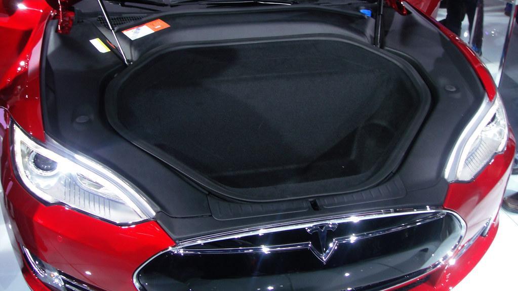 Polestar 1 vs Tesla Model S practicality
