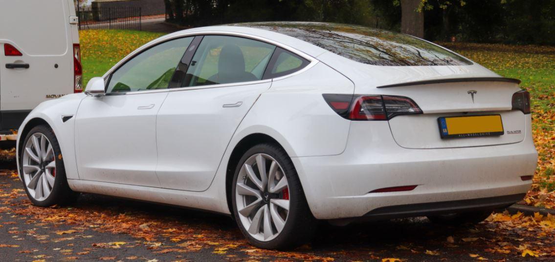 Tesla Model 3 Performance 2