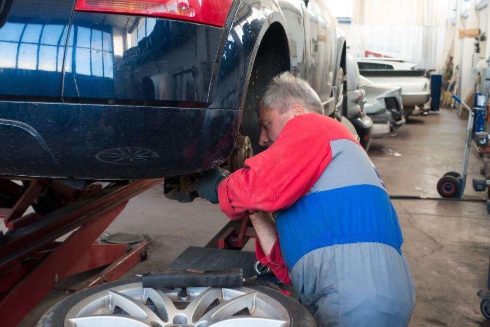 Car winter maintenance - service