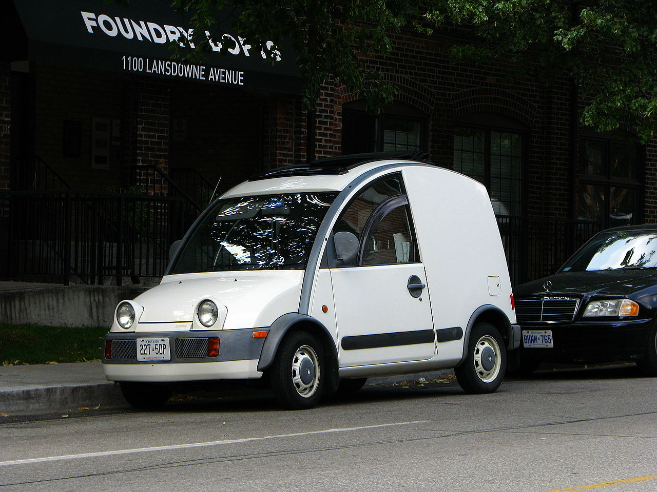 Nissan S-Cargo could be mistaken for the Popemobile.