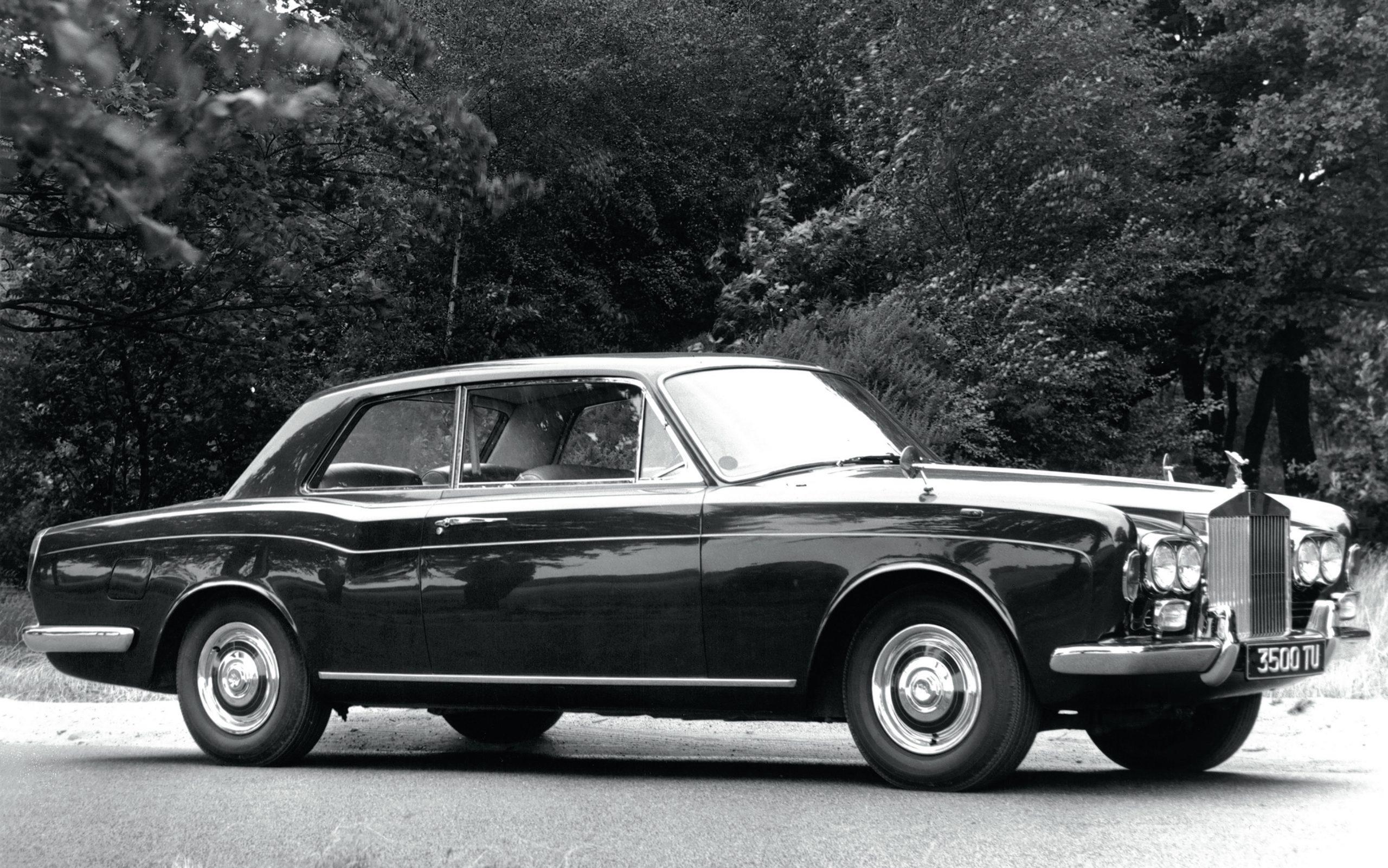 Rolls Royce Corniche 1971 black and white