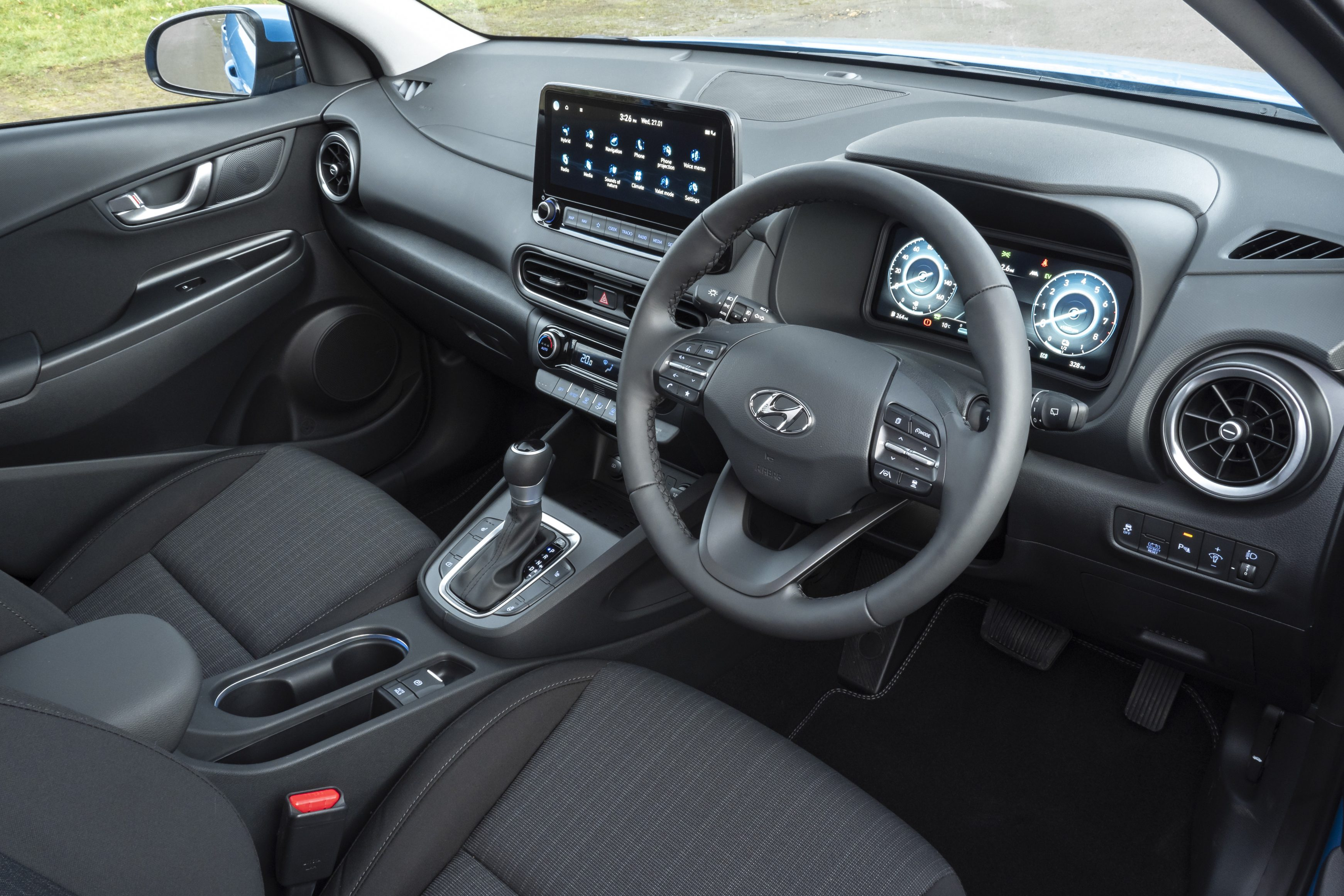 The Hyundai Kona Hybrid 2021 has a tech-savvy interior that is very engaging to interact with