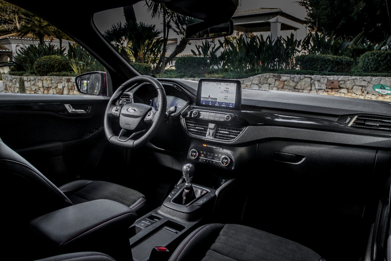 Ford Kuga interior design and layout